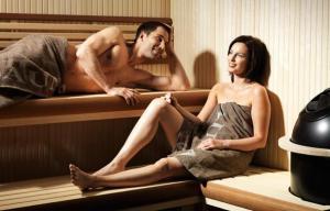 sauna couple 300x192 - sauna couple